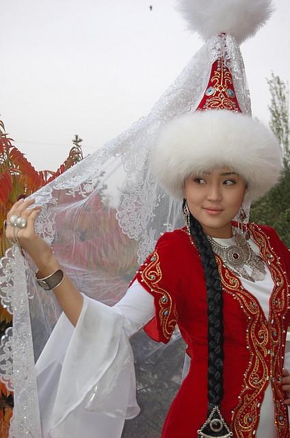 Казахское национальное свадебное платье в Алматы - изображение 2.