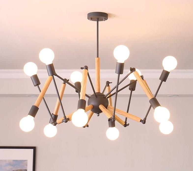 """Люстра """"Паук"""" на 12 ламп с элементами светлого дерева."""