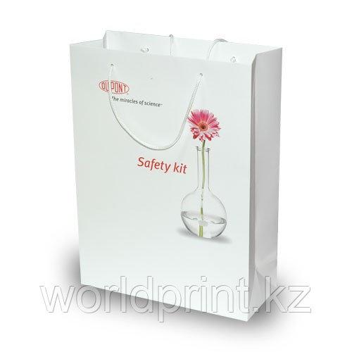 Бумажные пакеты со шнурками, печать на пакете,пакет с ламинацией Астана