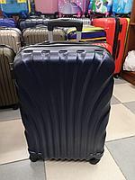 Большой  чемодан, пластиковый
