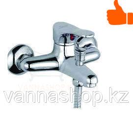 Настенный однорычажный смеситель универсальный для ванны
