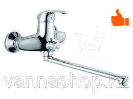 Однорычажный смеситель для ванны с длинным изливом со встроенным дуплексом