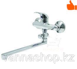 Однорычажный смеситель для ванны с длинным изливом