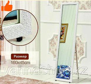 Напольное зеркало белого цвета в гипсовой рамке