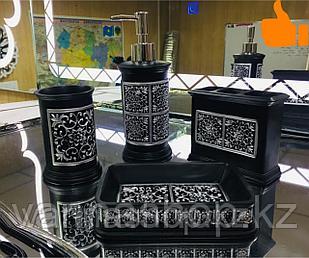 Фарфоровый набор для ванной (черно-белый)