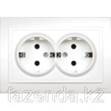Розетка Zera двойная белая с заземлением, внутренняя
