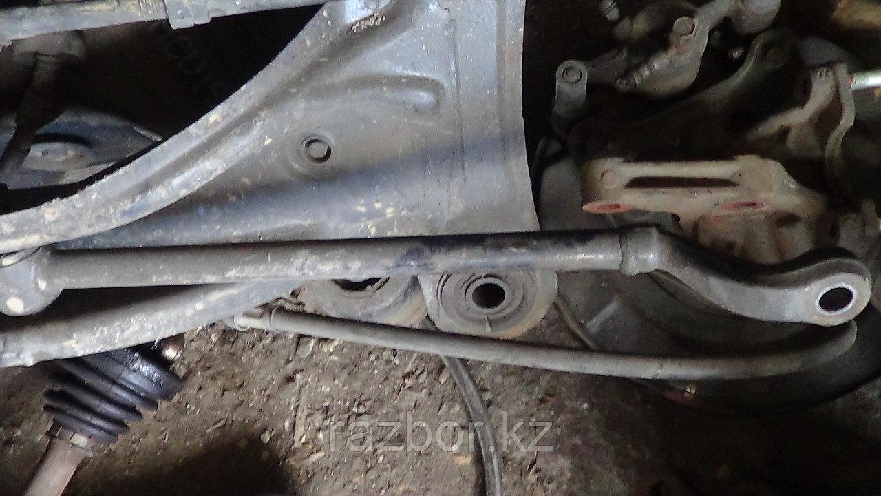 Рычаг поперечный правый задний Toyota Camry (SV33)