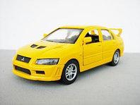Mitsubishi Lancer Evolution желтая 1/32