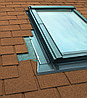 Мансардное окно 78х118 Fakro FTS-V U2 с окладом ESV для плоской кровли