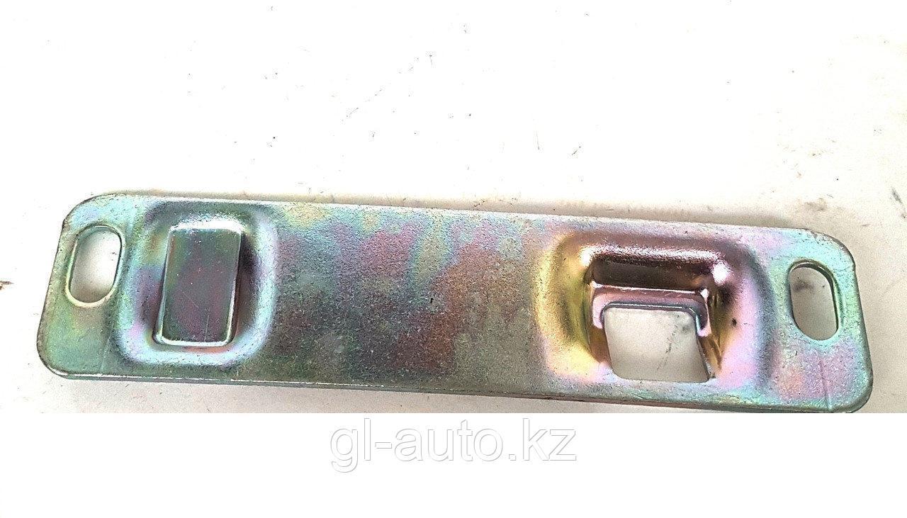 Защелка стопора задней левой двери  Г-2705, 3221 нижняя