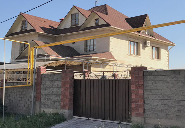 Утепление крыши в Алматы. Мансардная крыша. Утепление пенополиуретаном производилось без демонтажа самой кровли.