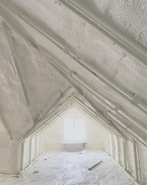"""Крыша после утепления """"пеной"""". Монолитный слой, без стыков и щелей. ППУ заменяет пароизоляцию"""