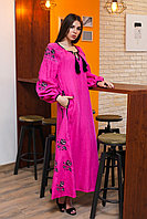 Льняное платье с вышитым узором из роз