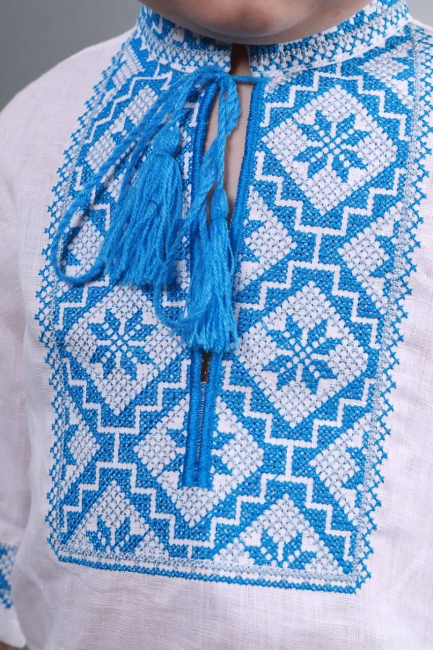Вышиванка на мальчика с голубым орнаментом - фото 3