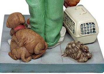 Статуэтка декоративная Forchino Ветеринар, Высота: 415 мм, Материал: Полистоун, Цвет: Бело-зелёный, (FO85525)