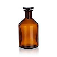 Склянки для реактивов из темного стекла с узкой горловиной и притертой пробкой