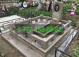 Гранитный комплекс на могиле