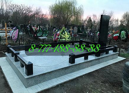 Гранитный комплекс на кладбище, фото 2