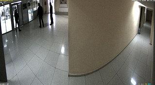Для наблюдения за двумя коридорами, спользована модульная IP камера Mobotix S14 с двумя видеосенсоврами, каждый сенсор с горизонтальным углом 45 градусов.