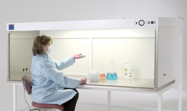Ламинарный лабораторный шкаф