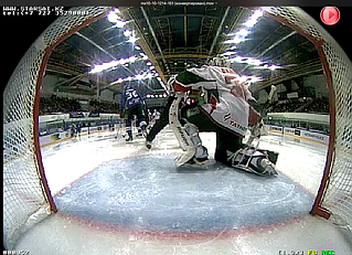 Видеокадр с камеры Q24M-Sec, устновленной внутри ворот