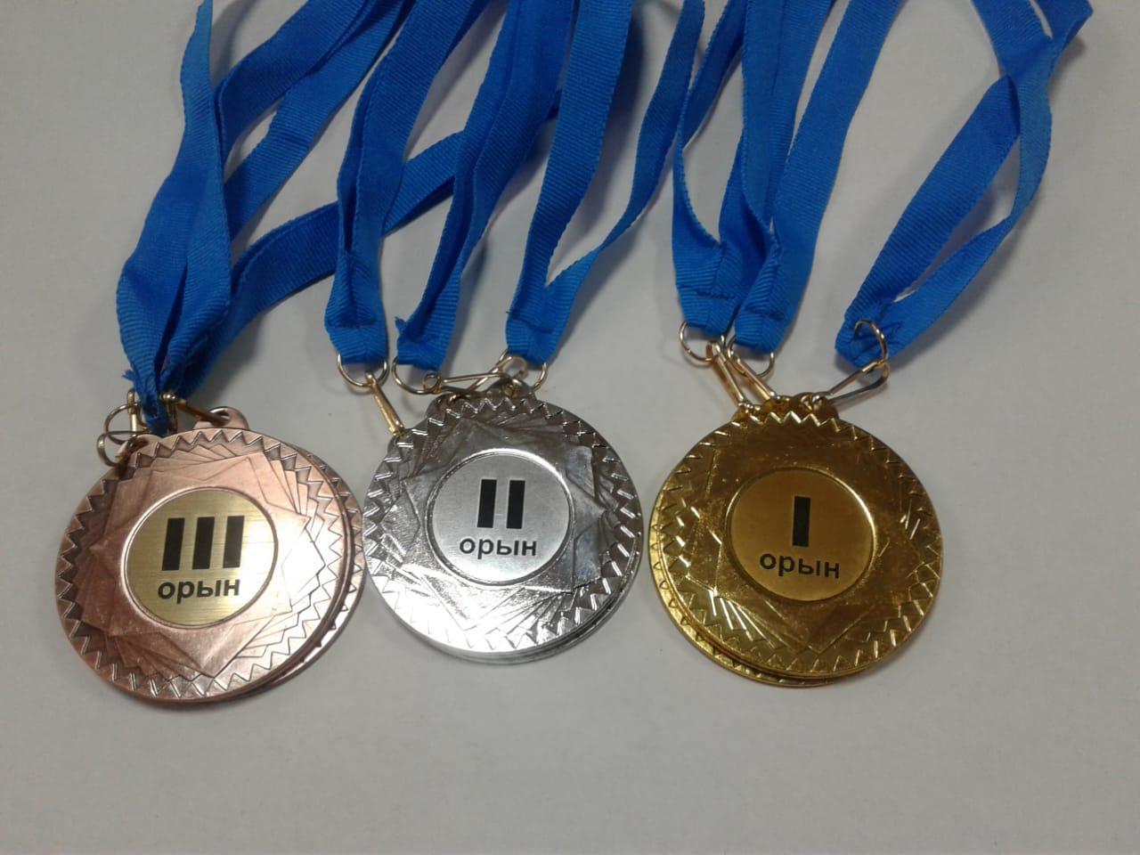 Изготовление значков и медалей на заказ по индивидуальному заказу