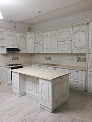 Кухонный гарнитур шпонированный, с островом. На заказ