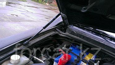 Упоры (амортизаторы) капота для Mitsubishi L200 / Pajero Sport (2008 г. -), фото 2