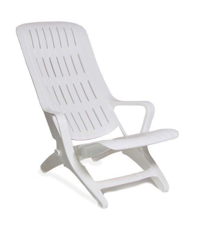 Кресло-шезлонг пластиковое.