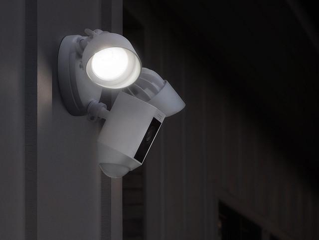 Охранная Wi-Fi система (видео-сторож) со встроенной сиреной IVUE-FLC-101PRO