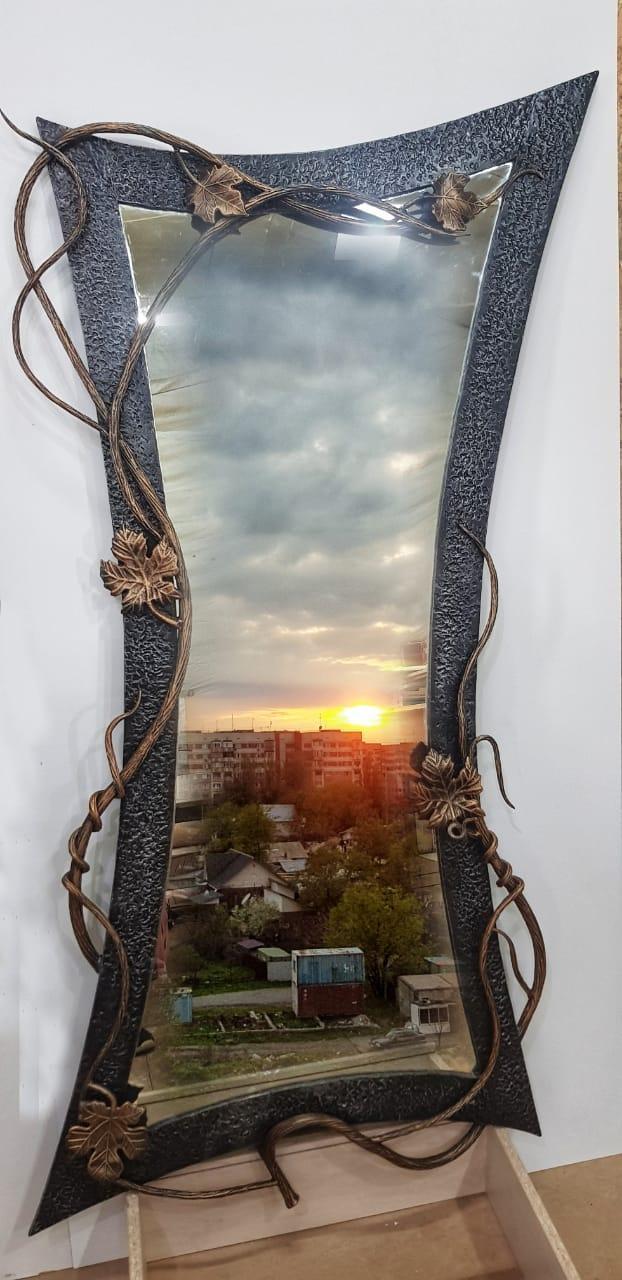 Кованное изделие -  зеркало