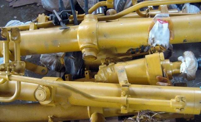 Гидравлический цилиндр Shantui SD16 рыхлителя 16Y-84-60000
