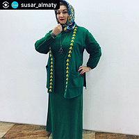 Зеленое макси -платье с длинными рукавами
