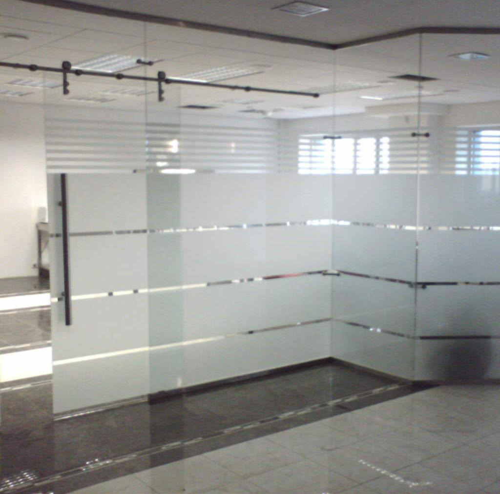 Матирование и бронирование стекол и витражей