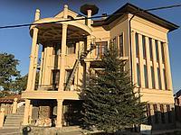 Полуколонны, оконные обрамления, фасадные декоративные элементы