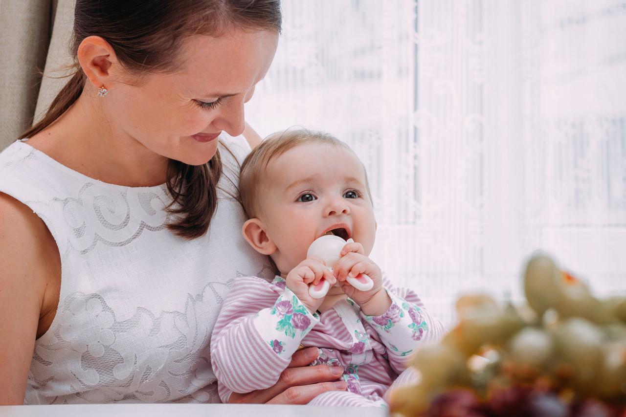 Ниблер для прикорма малышей Bunny Twist с силиконовой сеточкой. Цвет розовый - фото 6