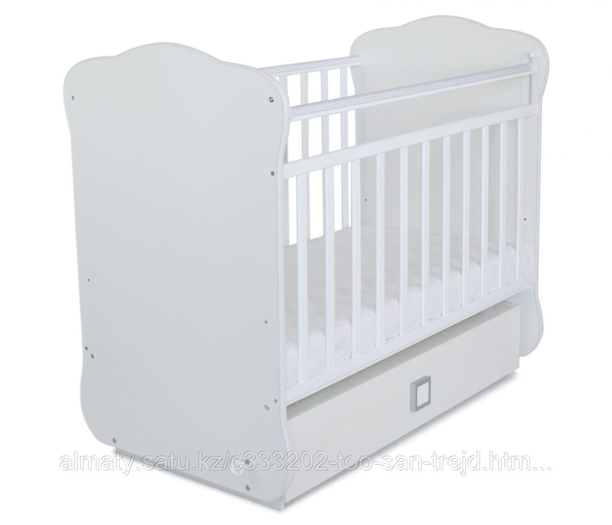 Детская кроватка с поперечным маятником и ящиком (цвет белый,без рисунка)