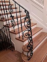 Лестница деревянная художественная ковка