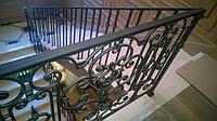 Лестница с камня и металлическим ограждением