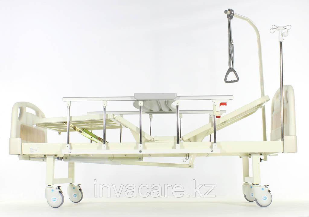 Медицинская кровать Med-Mos Е-8 MM-18ПЛН (2 функции) с полкой и столиком