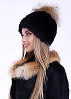Женская зимняя шапка черная с бубоном из меах енота