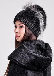 Красивая зимняя шапка с меховой окантовкой из песца и чернобурки