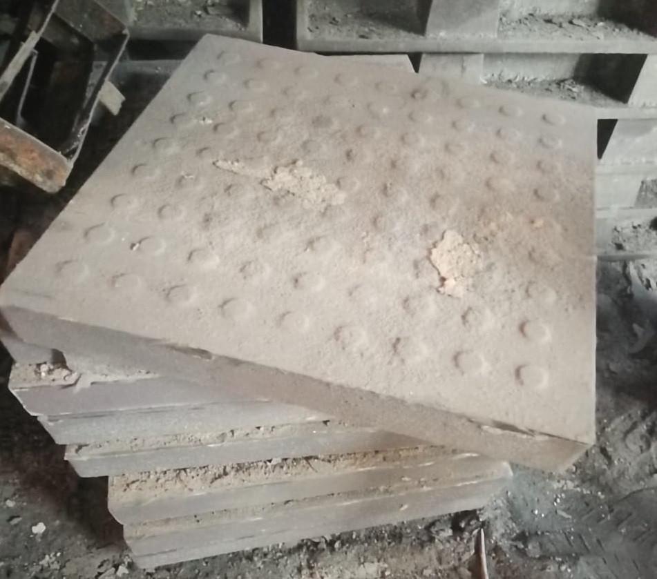 Плитка чугунная квадратная