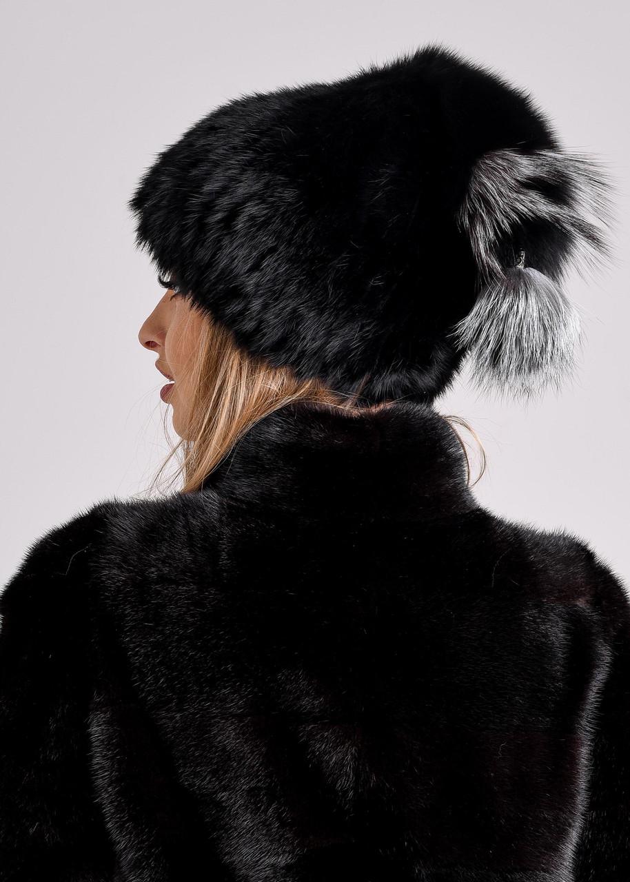 Черная женская шапка с меховым хохолком из чернобурки
