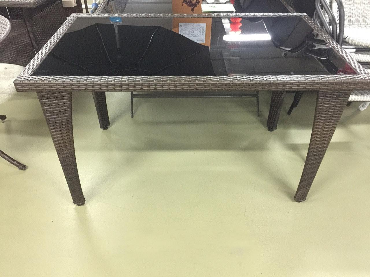 Стол из искусственного ротанга с черным стеклом ВАТОЧНИК (КОРИЧНЕВЫЙ)