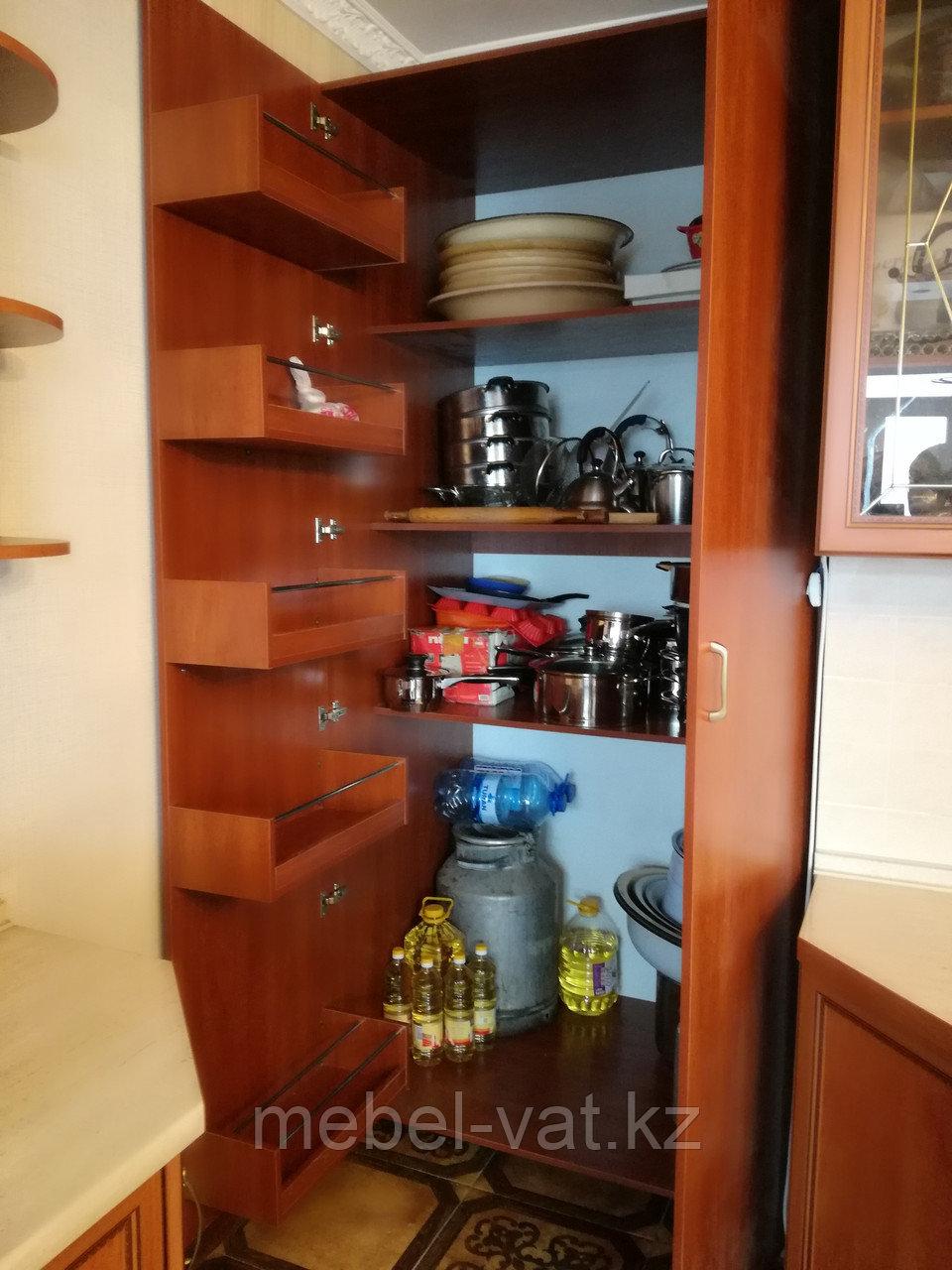 Нестандартный шкаф на кухню