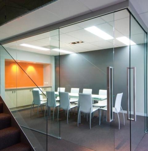 Офисные перегородки из стекла Цельностеклянные