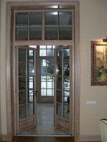 Двери деревянные остекленные