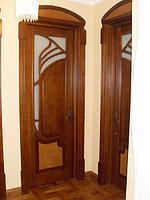 Деревянные двери с рисунком