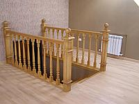 Деревянные перила и лестница